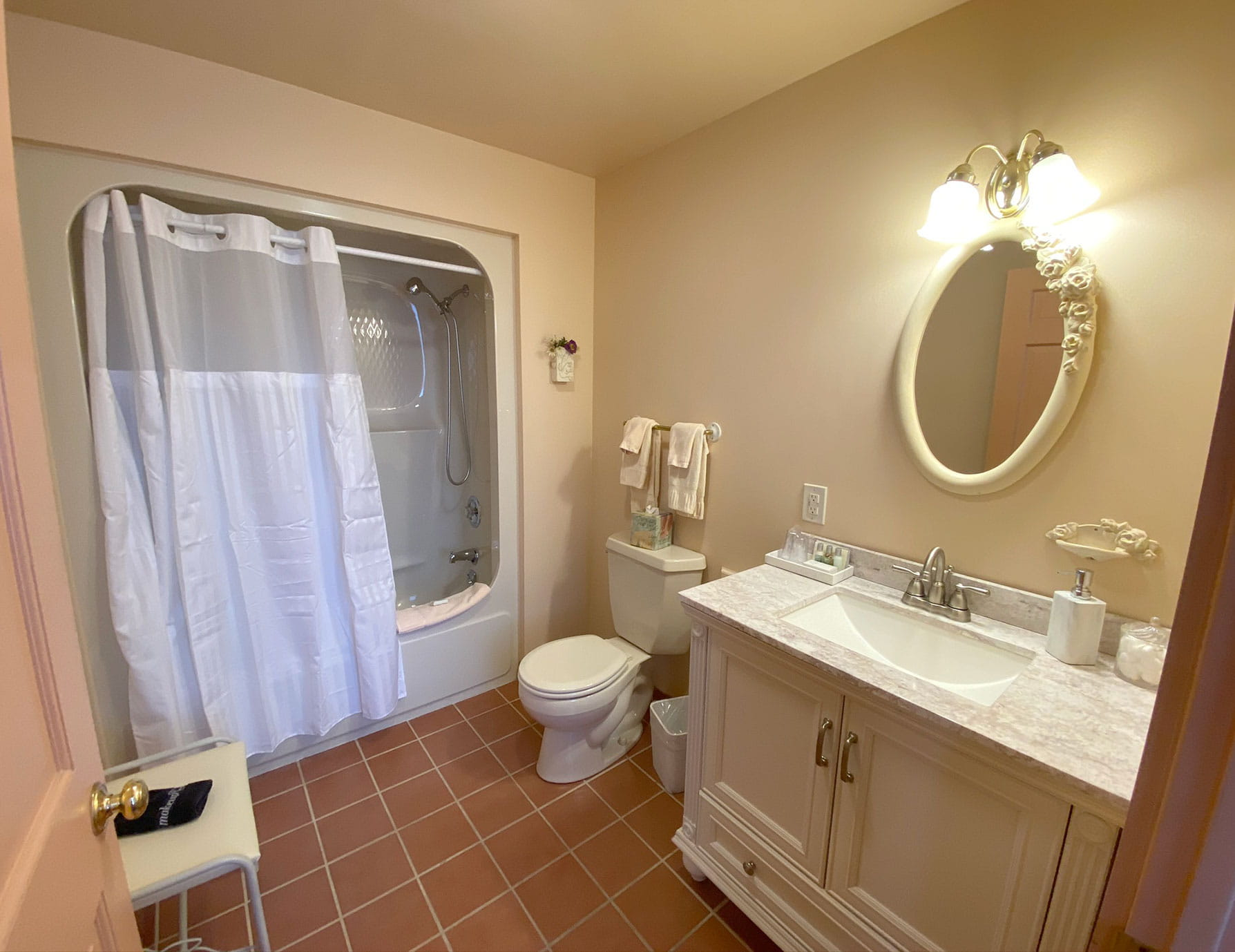 Bathroom in La Chambre - Lenox Inn