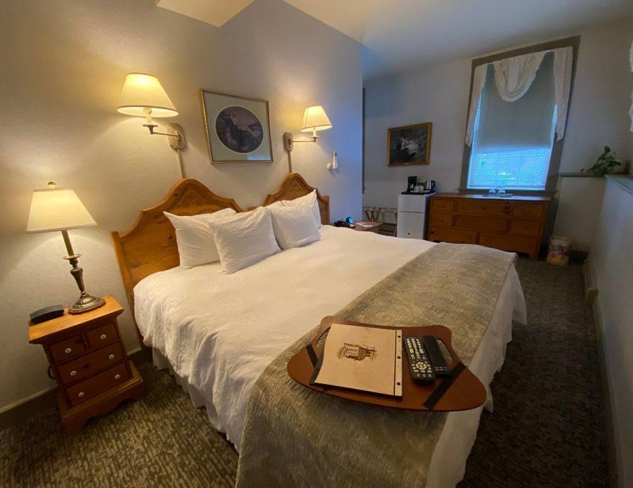 Inn near Tanglewood - Beautiful Room in Lee