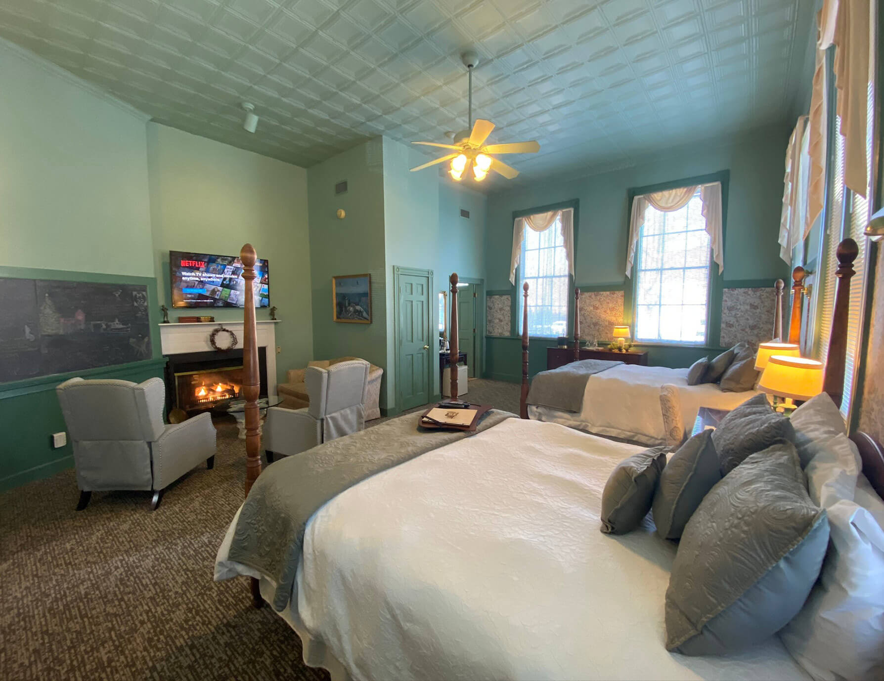 La Sedgwick room beds and seating area - Hotel in Lee, Massachusetts