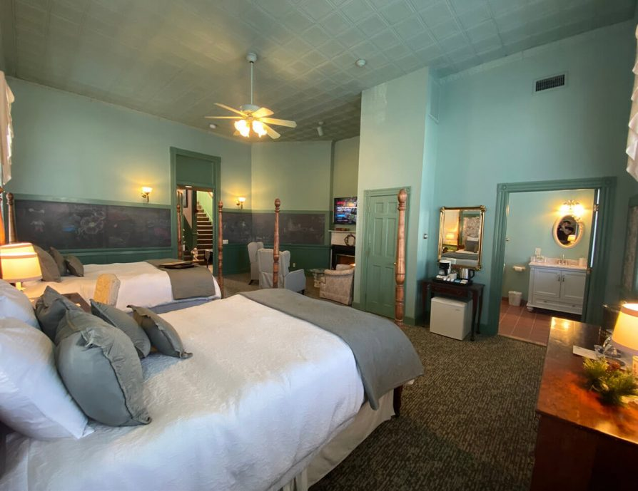 La Sedgwick room with beds, bathroom, and seating area with TV - Hotel in Lee, MA