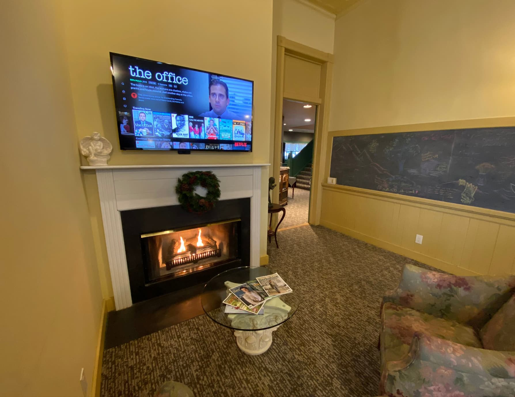 L'Aubusson room fireplace and TV - Berkshires Lodging