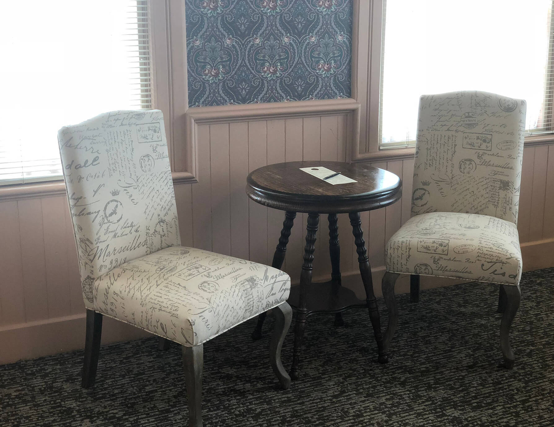 Le Lycee room seating area with small table - Tanglewood Lodging